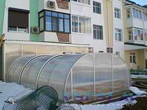 Бассейн с павильоном